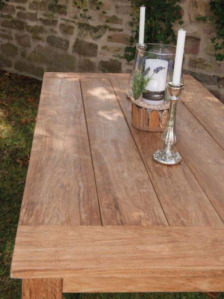 Teak-Tische für Innen und Außen