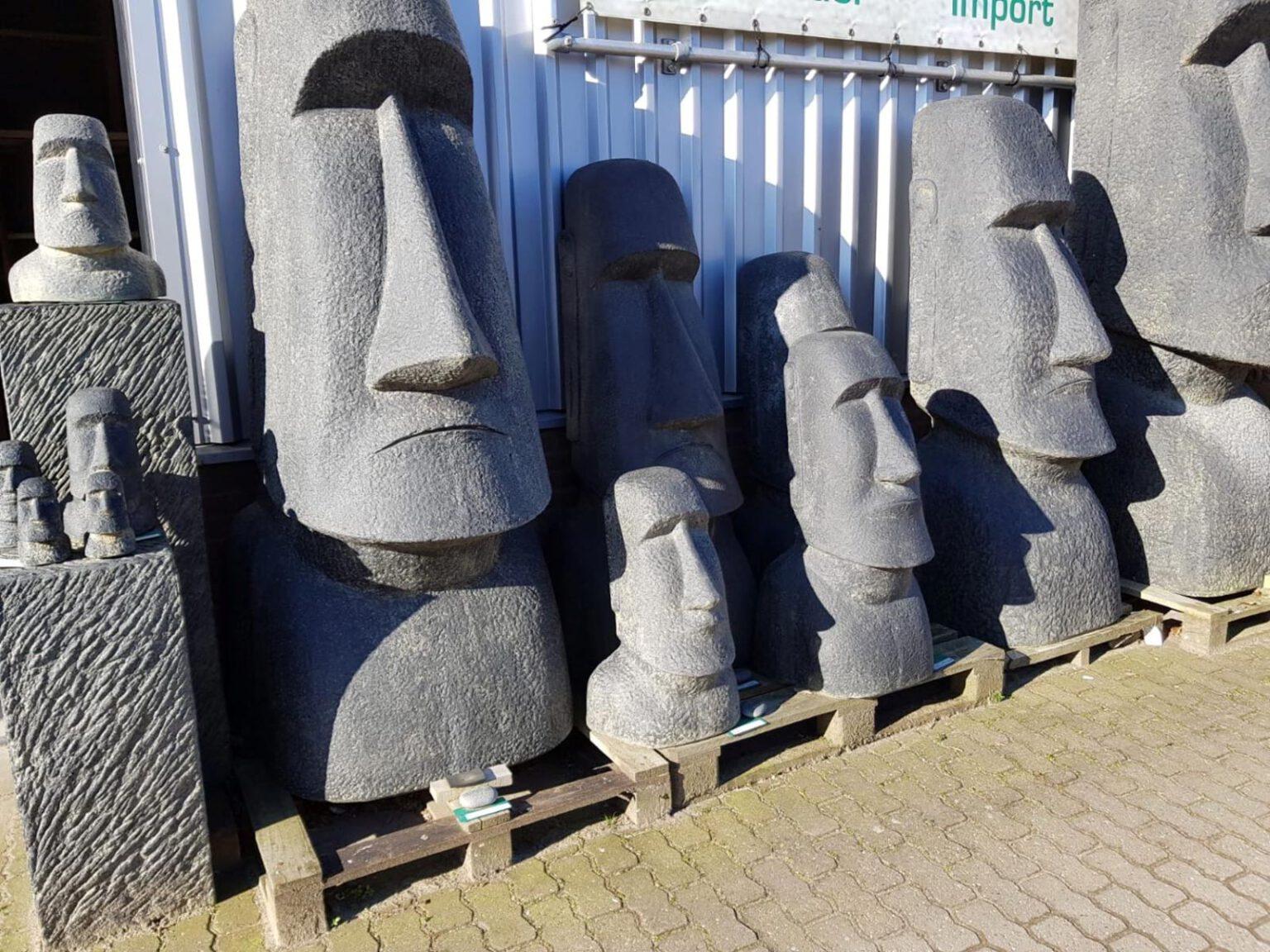 Steinfiguren und Steinstatuen aus Indonesien