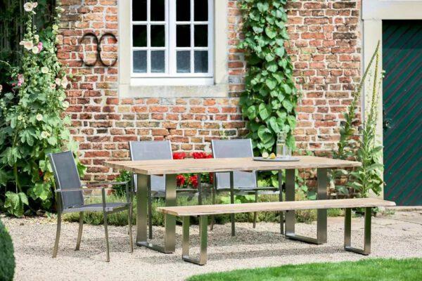 Die rustikale Gartenbank SOLID von Niehoff