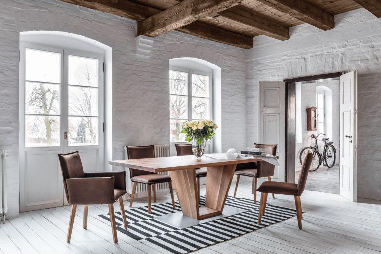 Stuhlreihe und Sitzbank KORAL von tiado