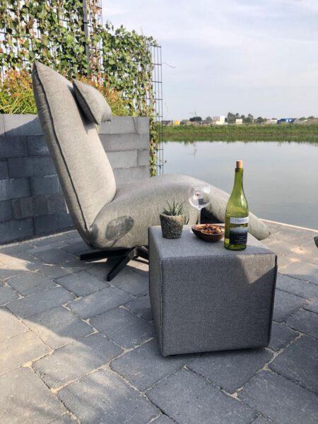 Outdoor-Relaxsessel INDI mit passendem Hocker