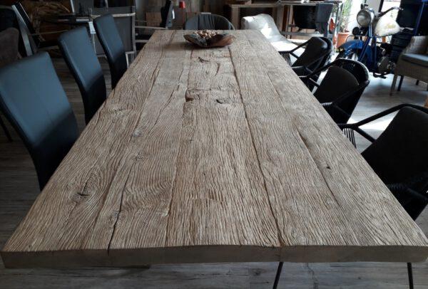 Tischplatten aus 200 Jahre alter Alteiche
