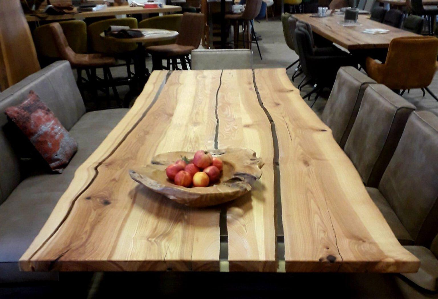 Tischplatte Ulme mit Epoxidharz-Füllung