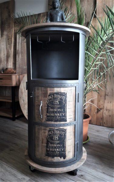 Whiskeyfass als Getränkebar